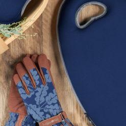 Navy Kneelo Kneeler with matching gloves