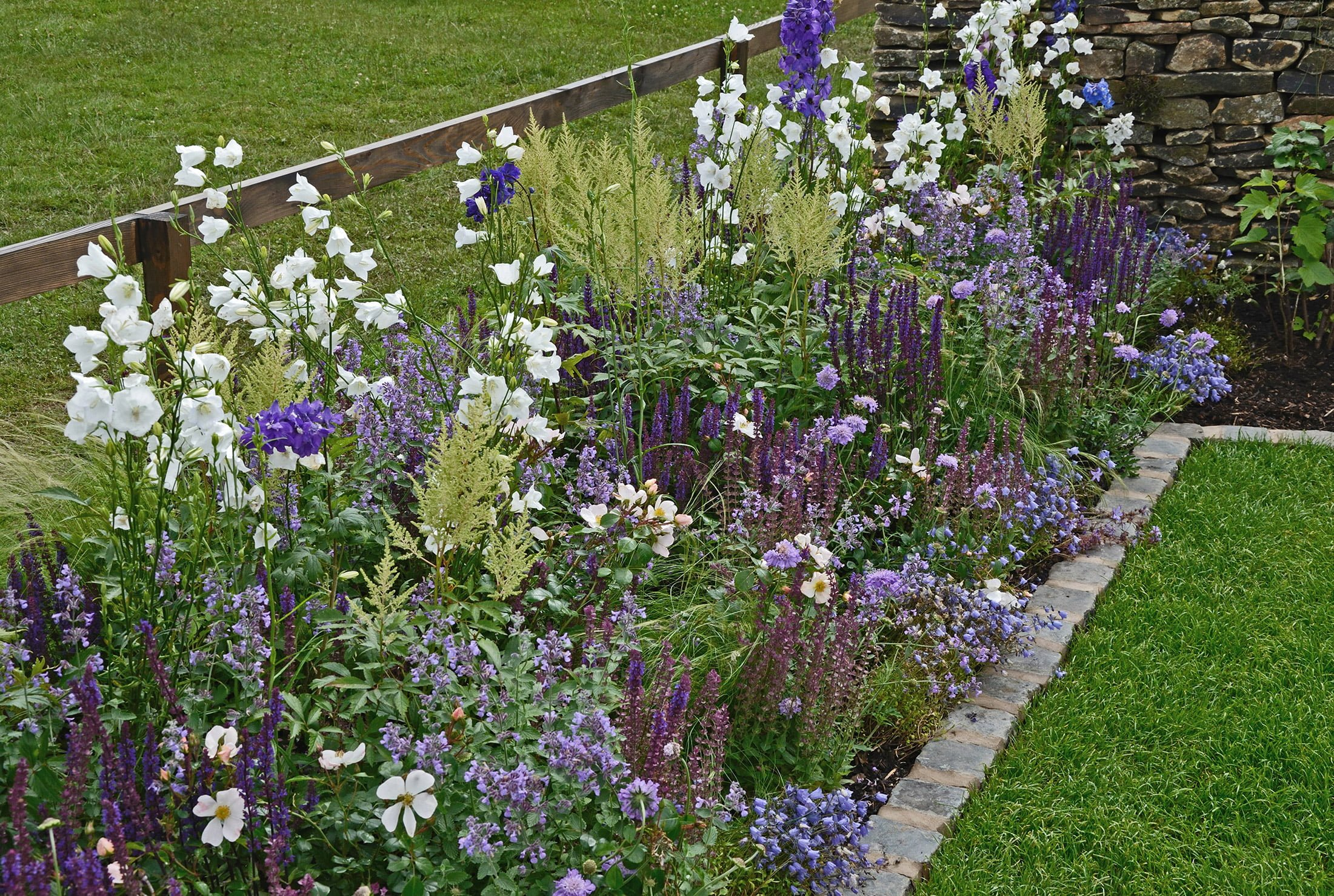 How to create borders in your garden
